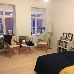 Flot, istandsat 3-værelses lejlighed centralt i Aarhus C – delevenlig for 2!