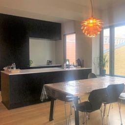 Lyst værelse i lækker, renoveret lejlighed