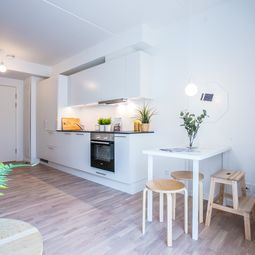 Stor 3-værelses delevenlig lejlighed – din drømmebolig tæt på strand, havn og by.