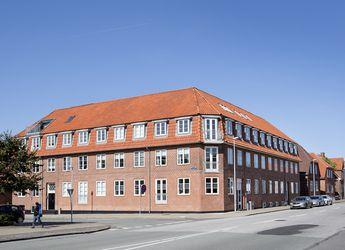 Klassisk lejlighed ved Rådhuspladsen