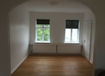 7000 4 vær. lejlighed, 121 m2, Dalegade 93 1.sal+2.sal