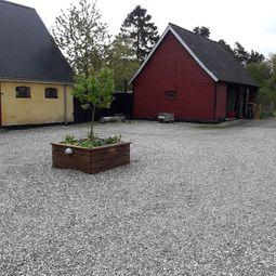 Særdeles charmerende ejendom til leje i Svenstrup med skoven som nabo