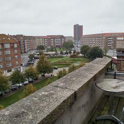 Stor 1-værelses lejlighed med altan og en unik udsigt